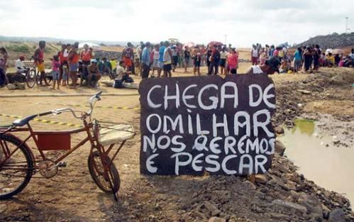 Pedreiros em Tucuruí reclamando melhores condições de trabalho